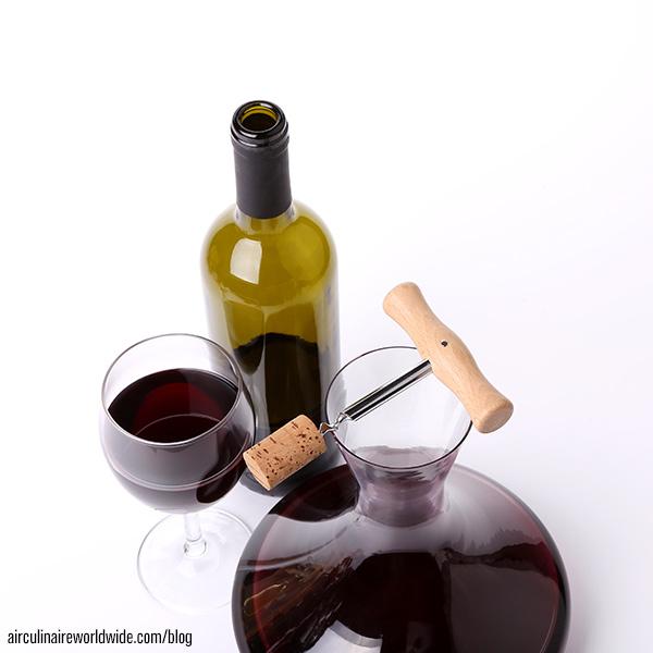 Conseils pour décanter les vieux vins à destination du service à bord